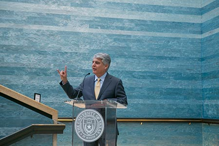 UT Austin President Gregory Fenves speaks at Federal Reserve reception