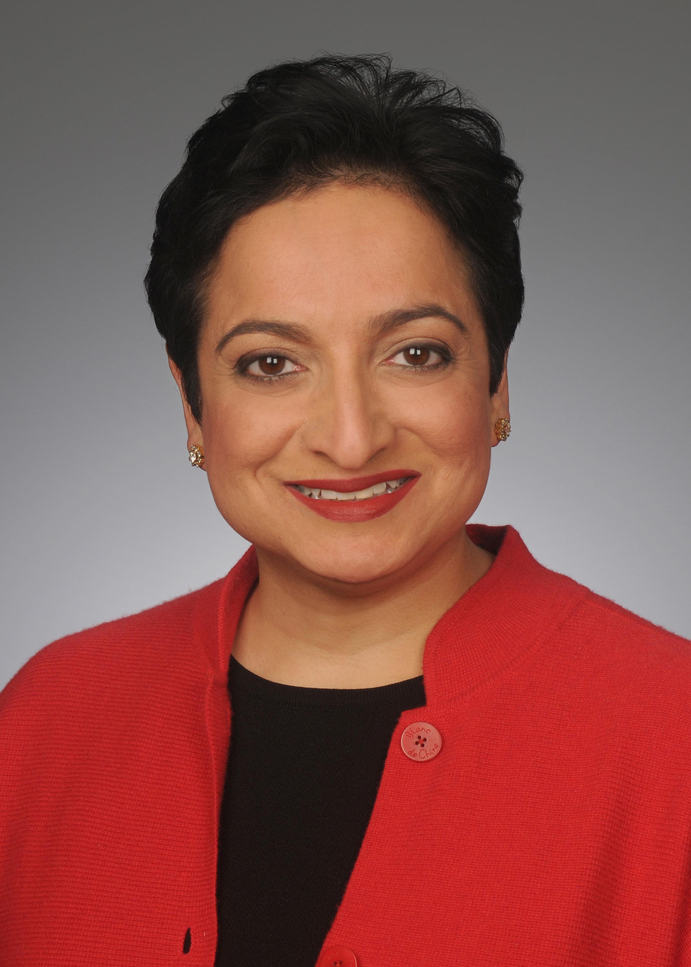 Head shot of Shamina Singh (MPAff '97), president of the Mastercard Center for Inclusive Growth